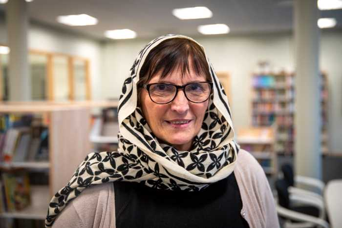 Non-Muslim teachers protest against hijab ban - by wearing hijab