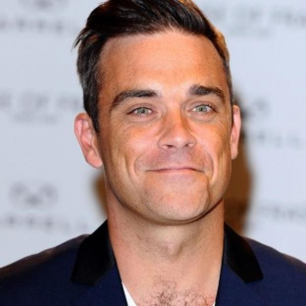 Robbie Williams showed off his muscles on Twitter