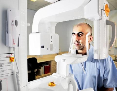 PIONEER Dr Malik with the The Cone Beam Computerised Tomography machine