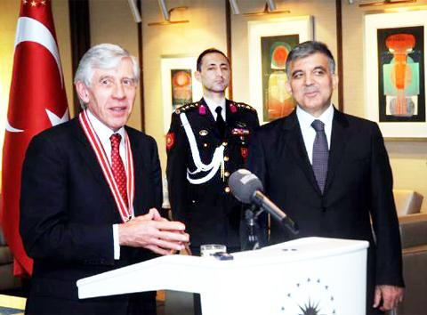 Jack Straw receives his honour in Turkey