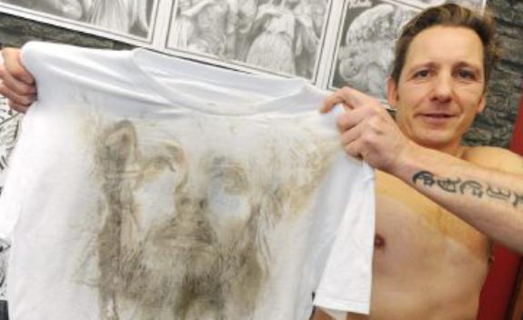 Bolton's shroud: Jesus tattoo leaves imprint