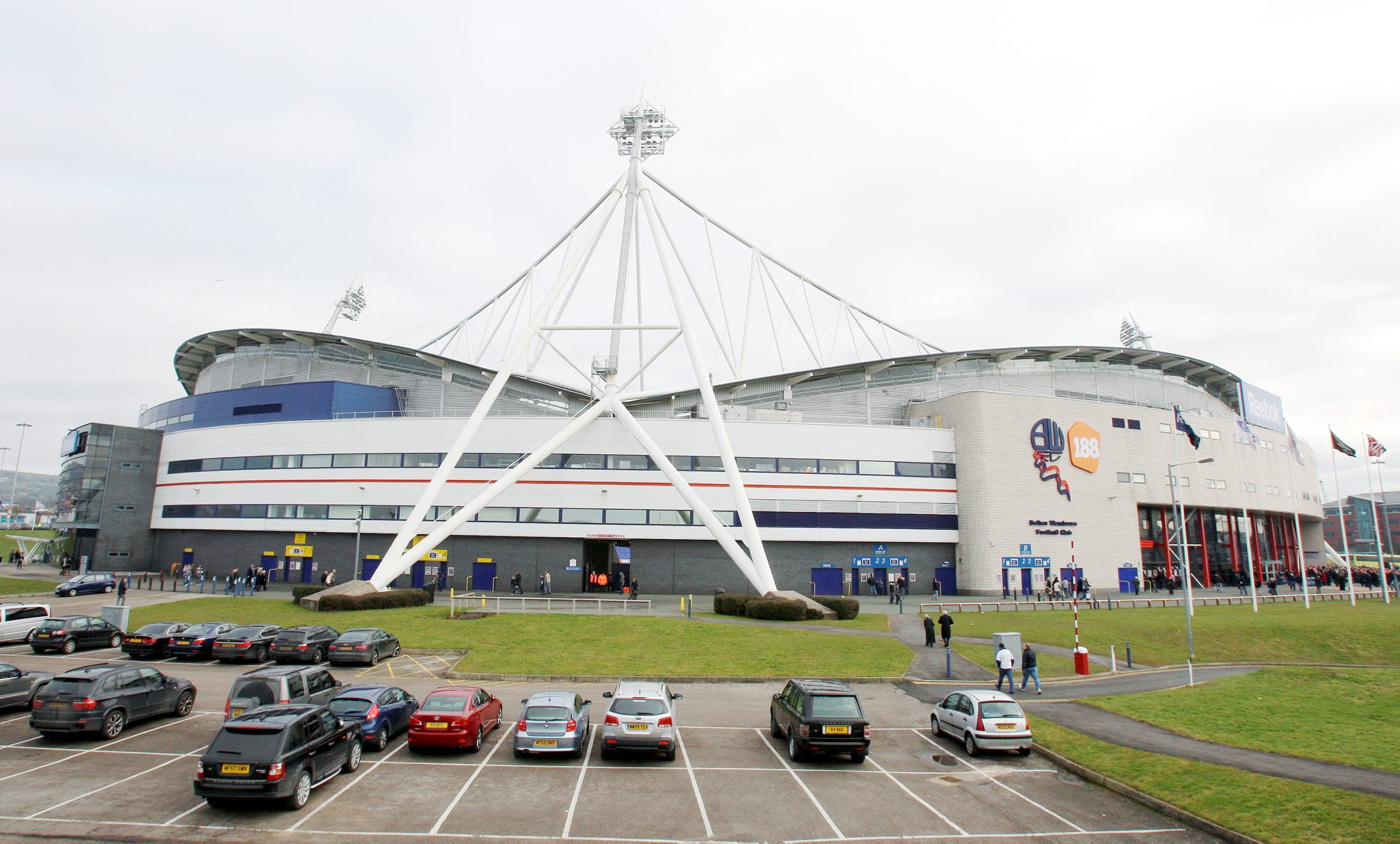 Bolton Wanderers shareholders vote to go private