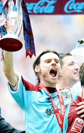 Graham Alexander celebrates promotion in 2009