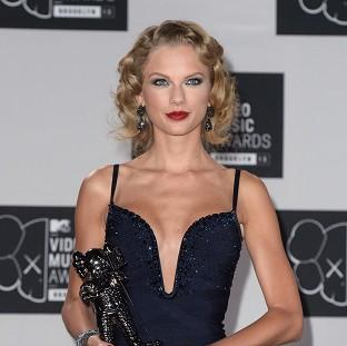 Taylor Swift says she finds it easy to keep her clothes on