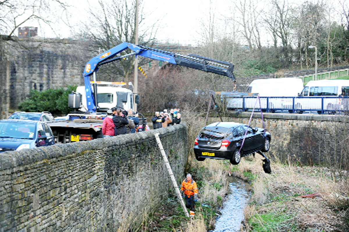 VIDEO: Runaway BMW plunges into Blackburn river