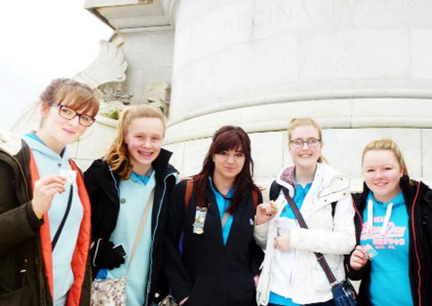 Lucy Ashworth, Niamh Robinson, Azita Bagheri, Eleanor Tomlin and Lucy Catun at the Victoria Memorial outside the palace