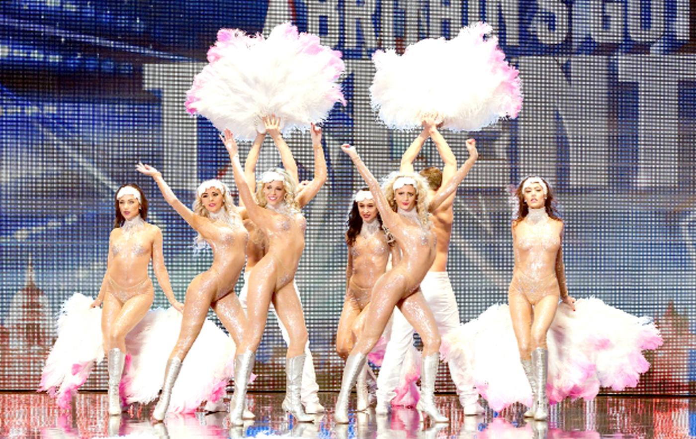 Голые танцующие девушки фото