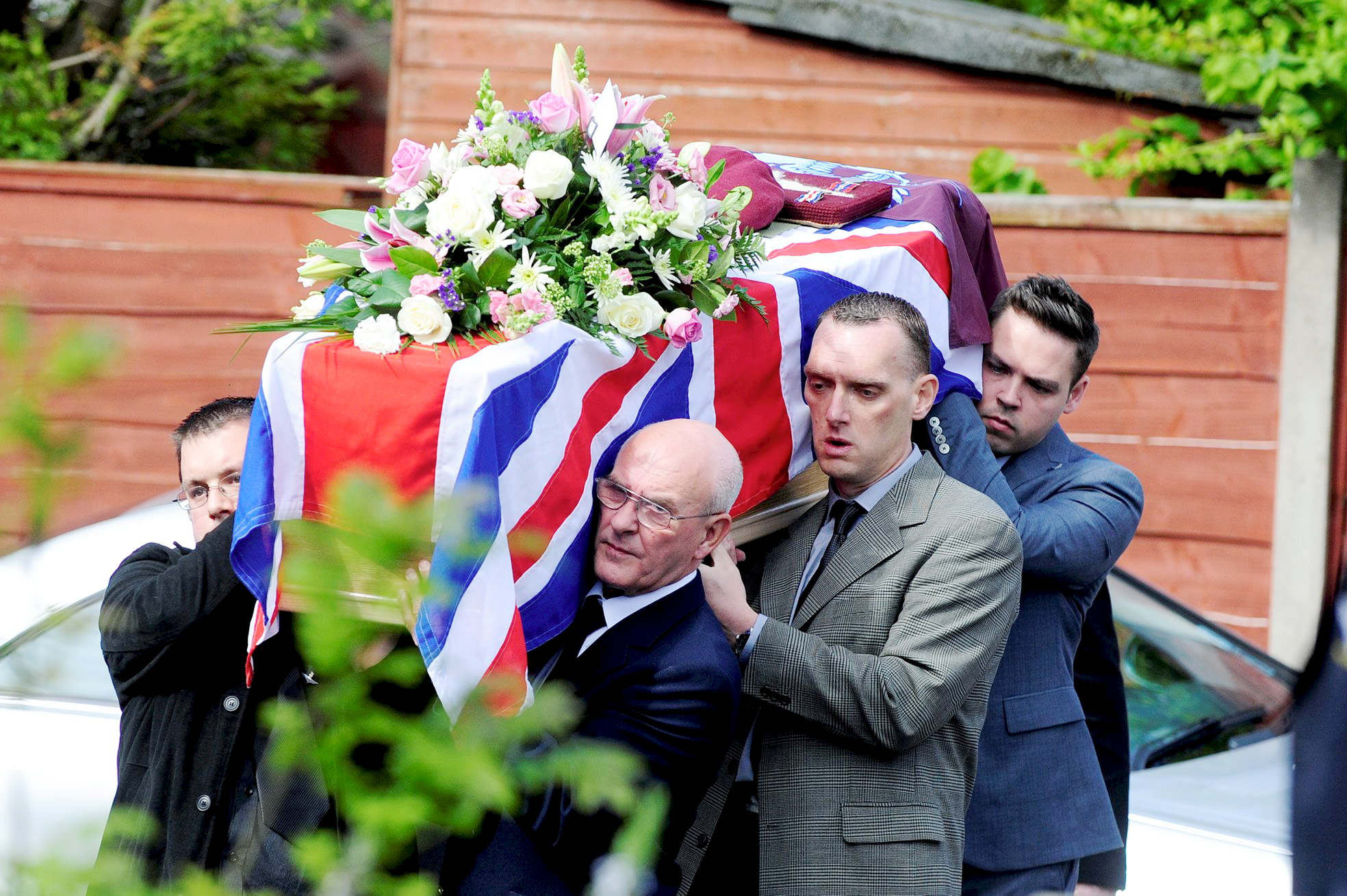 Mourners pay tribute to World War Two veteran of Normandy landings