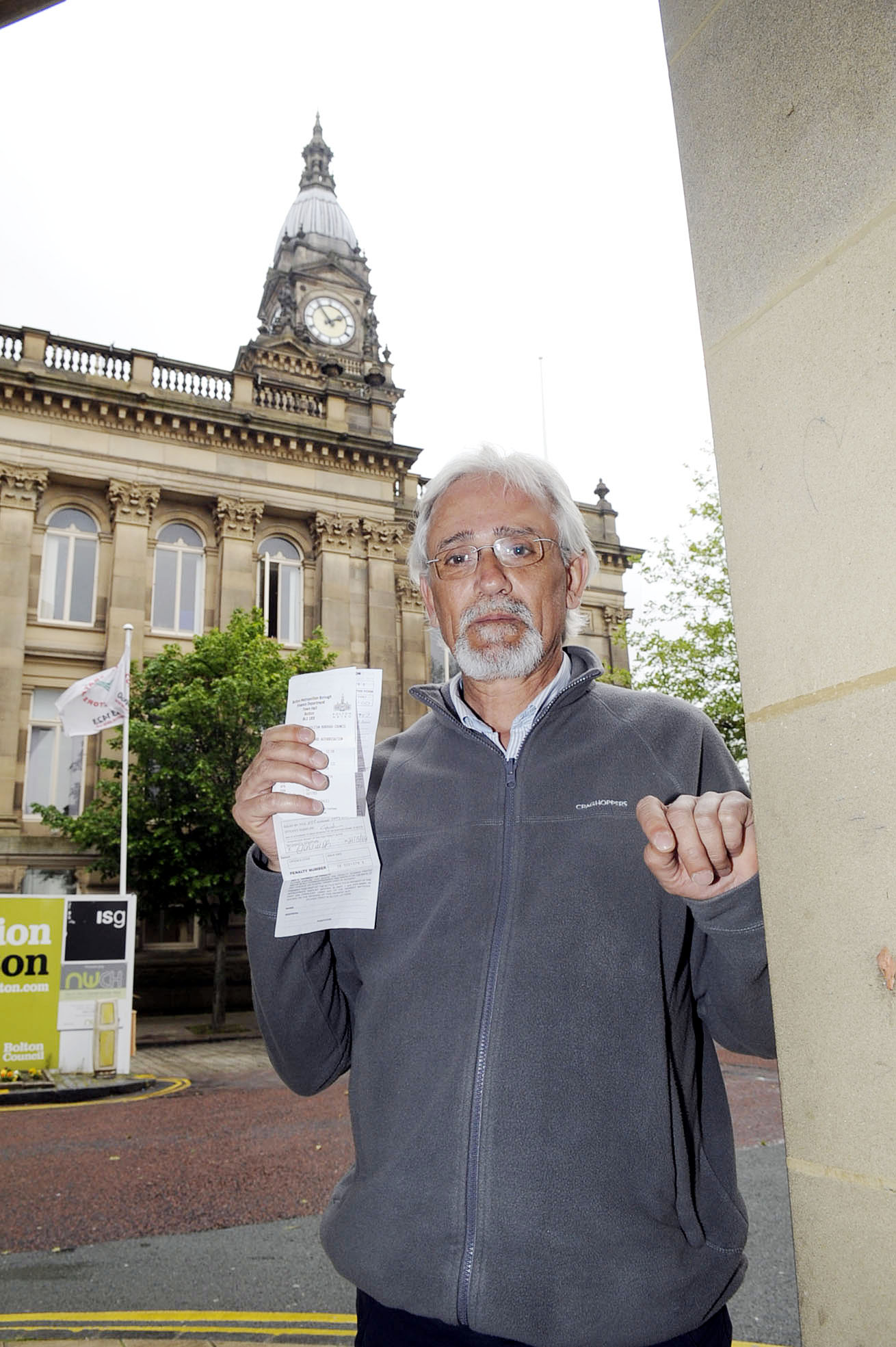 'Not enough warning signs', says smoker after he is fined £50 for dropping cigarette end