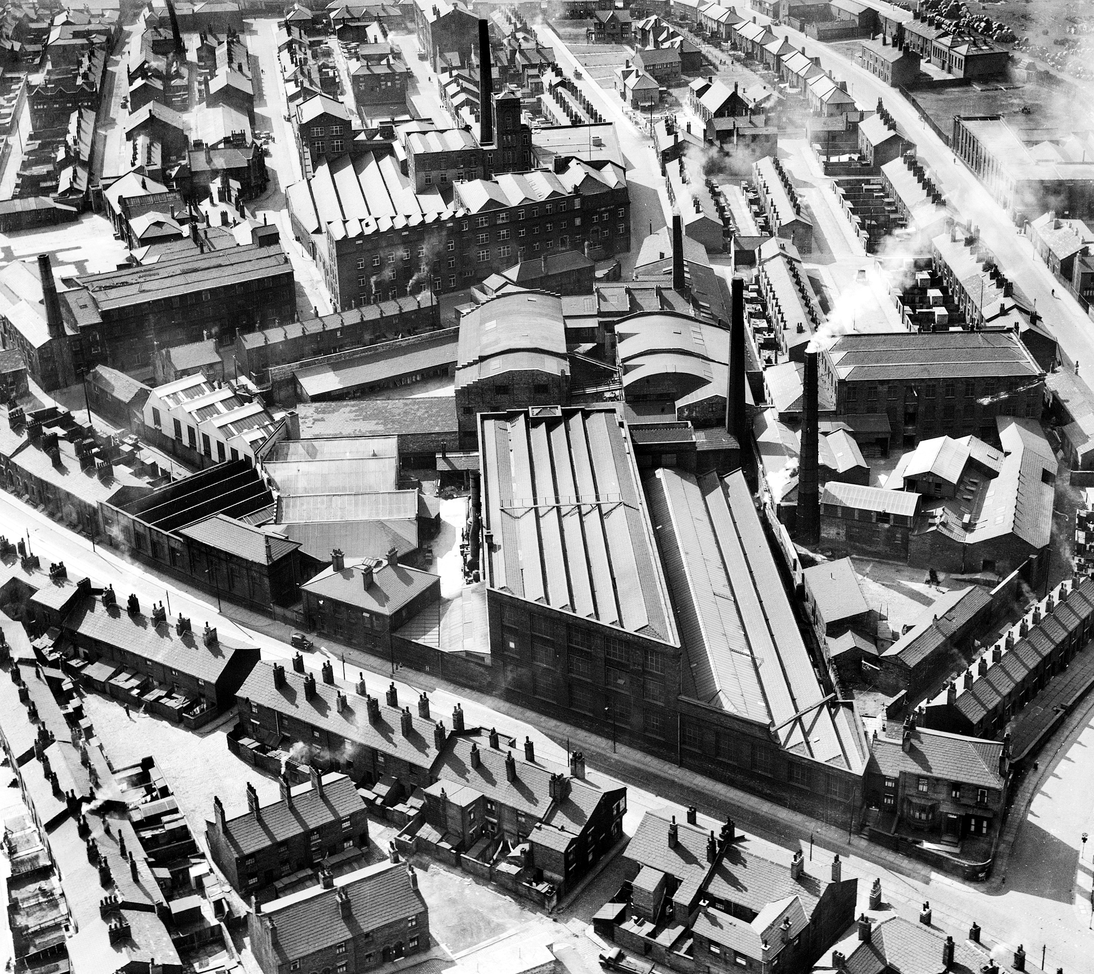 4 historic photos of Bolton from the air that show how much the town has changed