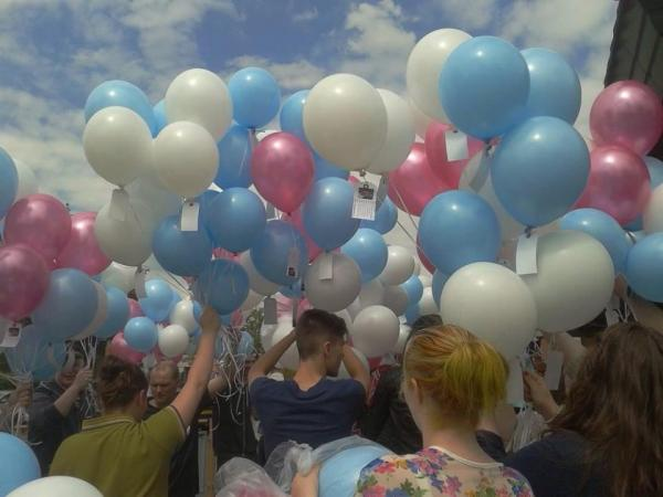 Family and friends release balloons in memory of Amy Hobson and Aaron Jones
