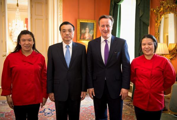 From left, Helen Tse, Premier Li Keqiang, David Cameron, and Lisa Tse