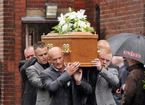 Hundreds mourn Accrington Stanley hero