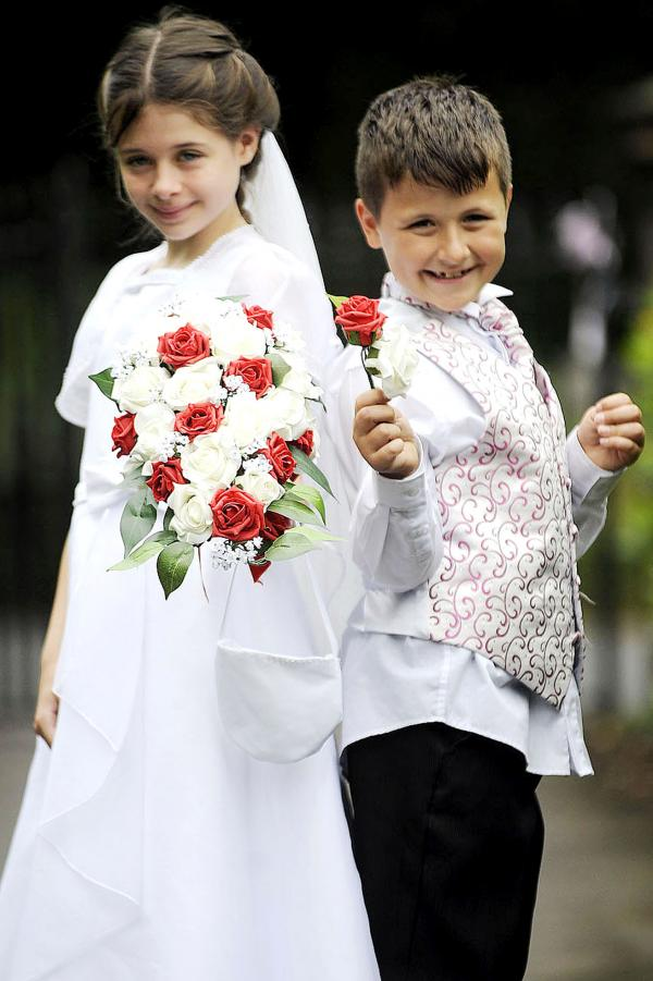 Children 'get married' in mock wedding