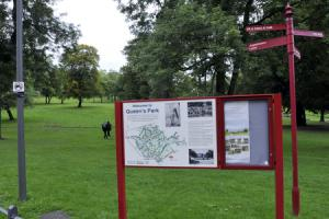 Man stabbed by mugger in park after refusing to hand over mobile phone