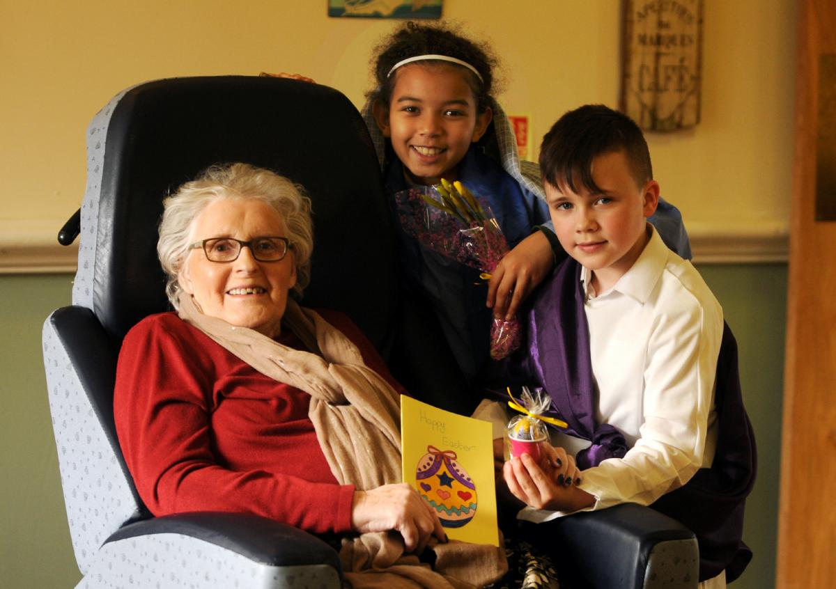 Pupils bring easter joy to care home residents this is lancashire pupils bring easter joy to care home residents negle Images