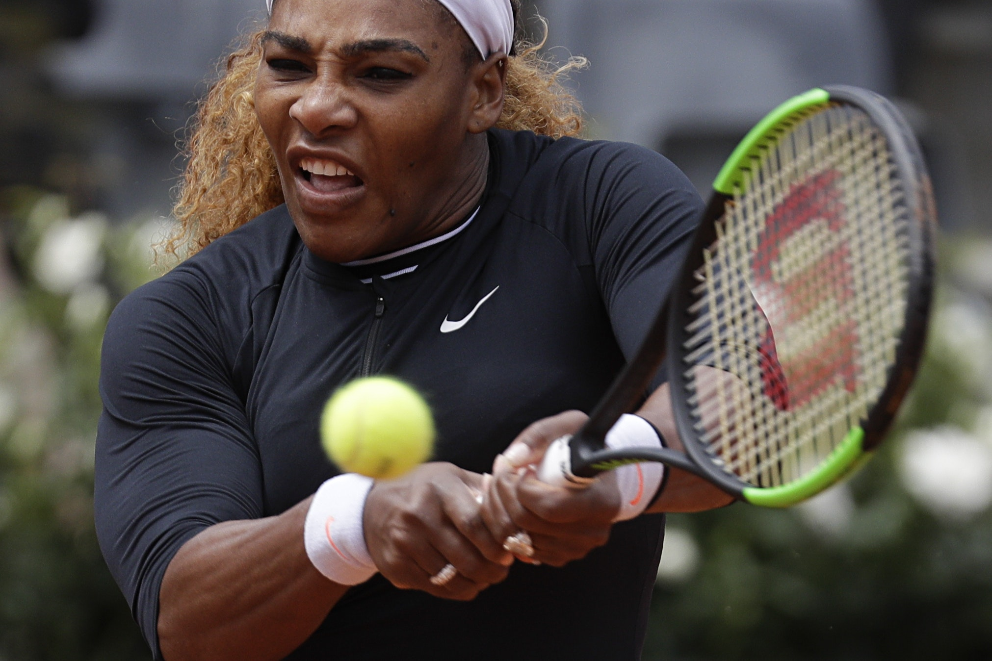 Serena Williams withdrew from the Rome Open with knee trouble